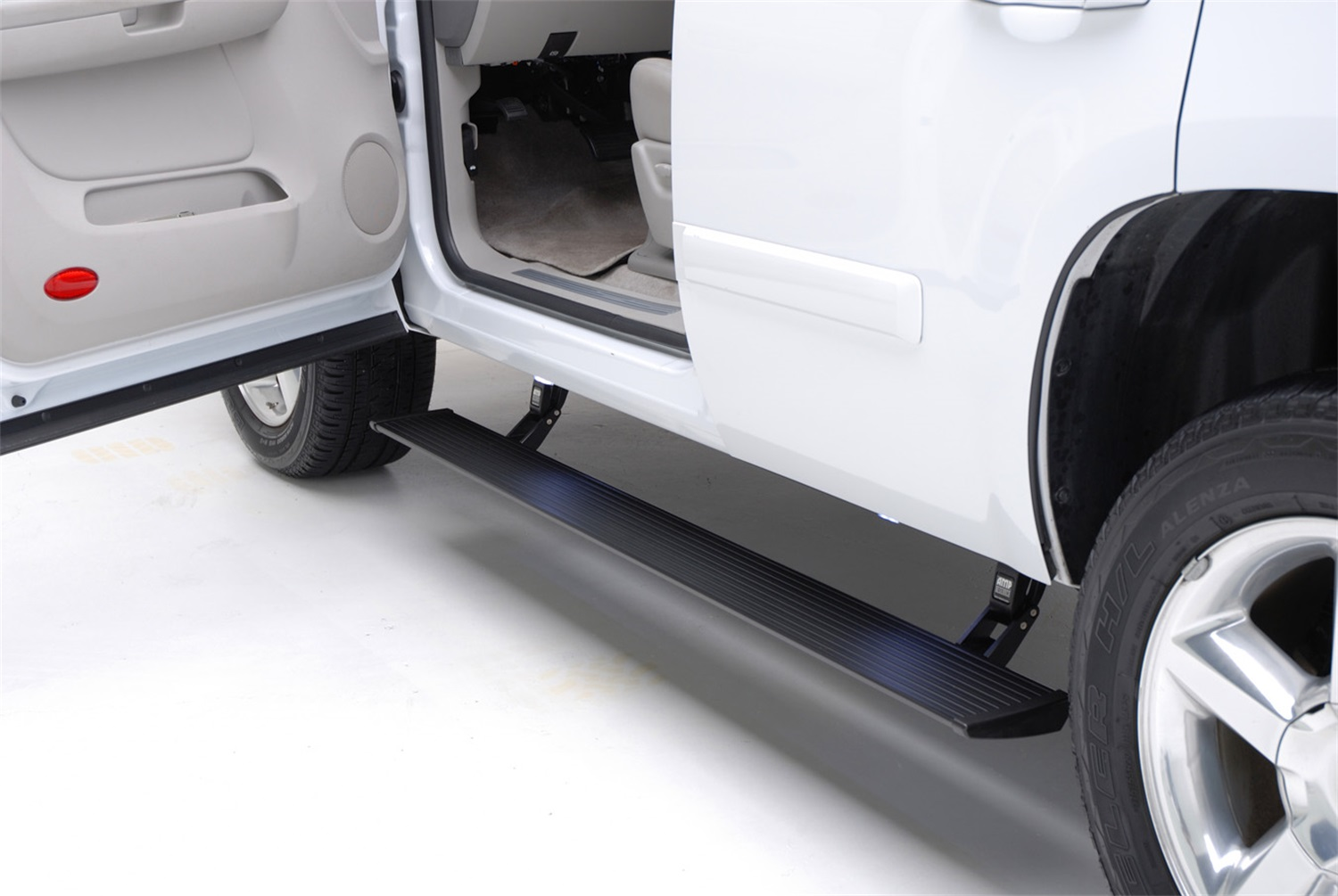 AMP Research 76332-01A PowerStep Plug-N-Play System Fits 18 Expedition